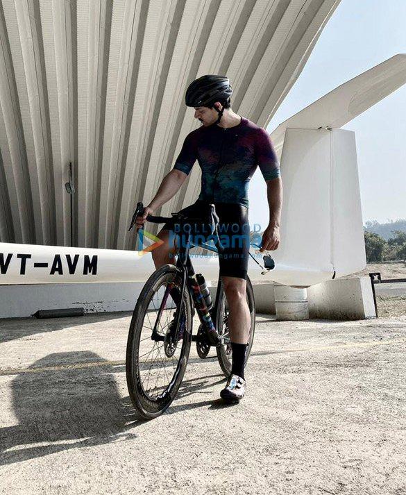 Photos Sooraj Pancholi snapped during cycle ride (4)