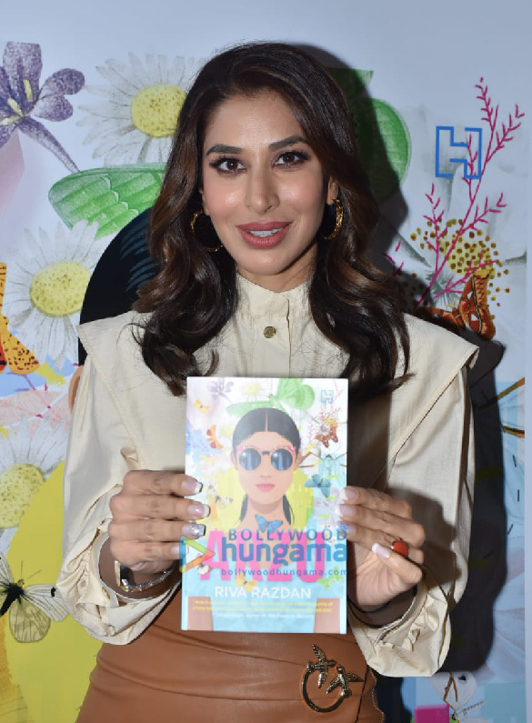 Photos Sophie Choudry snapped at the book launch 'Arzu' at Phoenix Mall, Lower Parel (1)