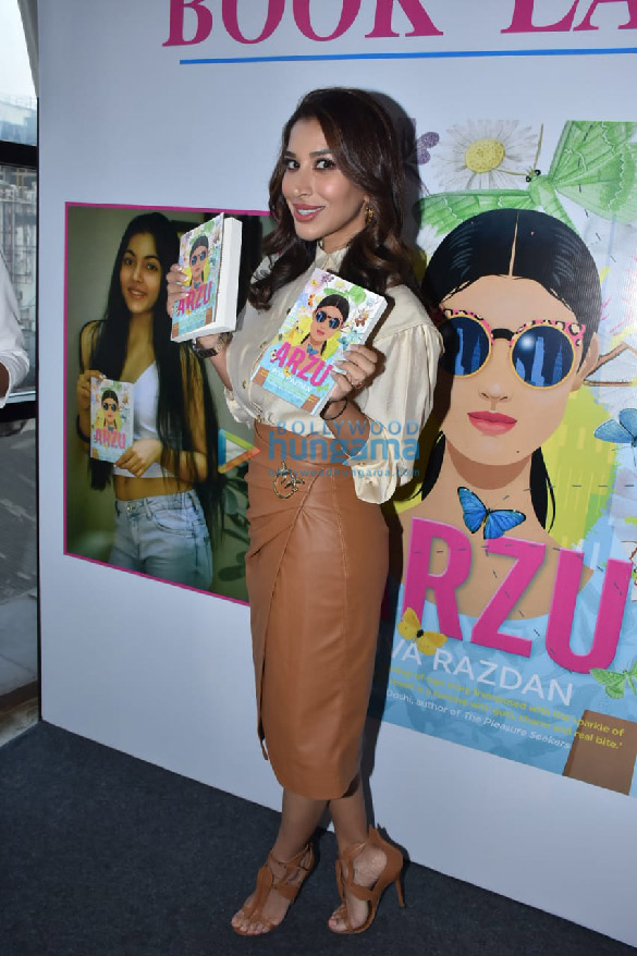 Photos Sophie Choudry snapped at the book launch 'Arzu' at Phoenix Mall, Lower Parel (2)