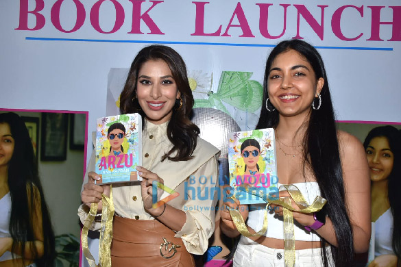 Photos Sophie Choudry snapped at the book launch 'Arzu' at Phoenix Mall, Lower Parel (3)