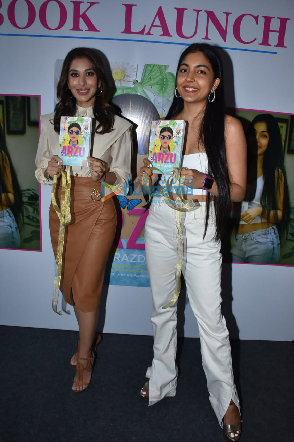 Photos Sophie Choudry snapped at the book launch 'Arzu' at Phoenix Mall, Lower Parel (4)