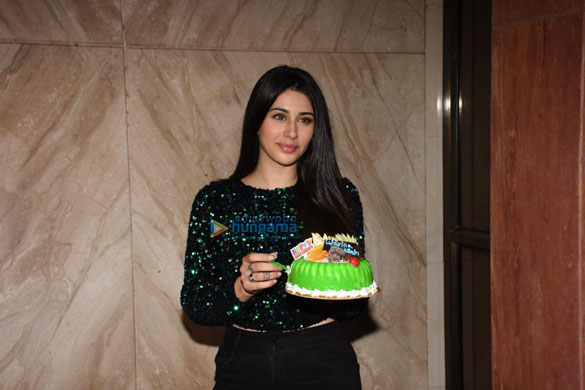 Photos Warina Hussain spotted at Cineriser Digital Media office today on her birthday (4)