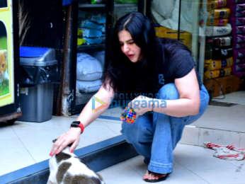 Photos: Zareen Khan spotted at a pet store