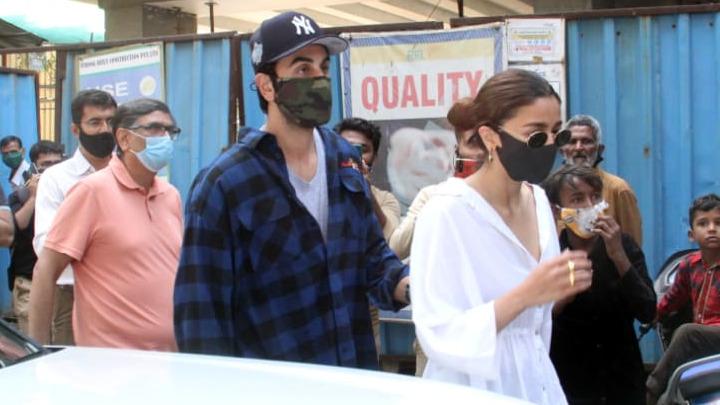 Ranbir Kapoor, Alia Bhatt and Neetu Kapoor spotted at Krishna Raj's house in Bandra