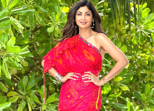 Shilpa Shetty makes a case for perfect beach look in Maldives with printed saree dress worth Rs. 25,000