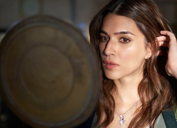 Kriti Sanon shares stunning behind-the-scenes pictures from the sets of Bachchan Pandey in Jaisalmer - Bollywood Hungama