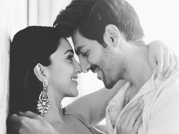 Kiara Advani and Kartik Aaryan can't take their eyes off each other in this romantic still from Bhool Bhulaiyaa 2