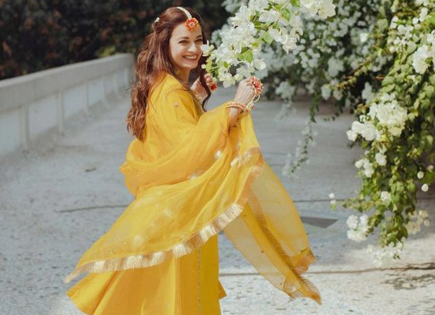 Dia Mirza is dazzling in these pictures from her mehendi ceremony