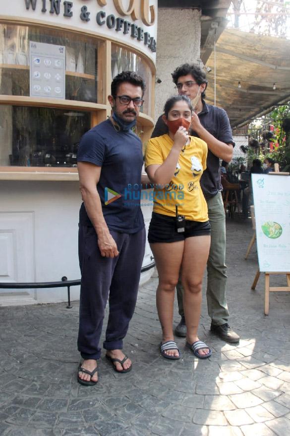 Photos Aamir Khan, Ira Khan and Junaid Khan spotted in Bandra (1)