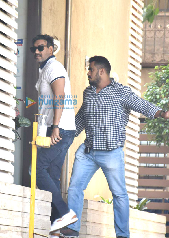Photos Ajay Devgn snapped in Juhu (1)