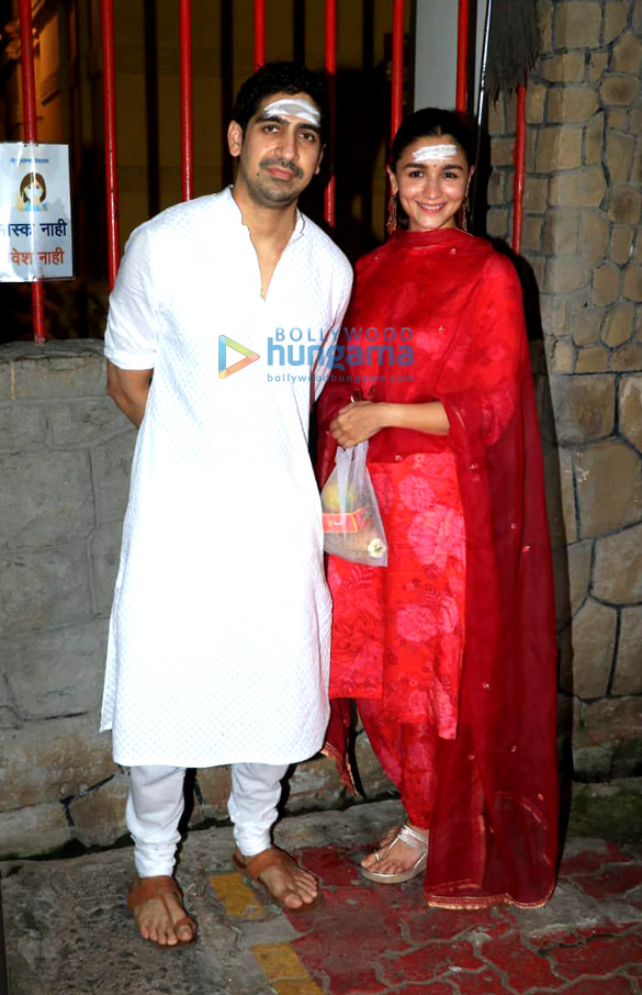 Photos Alia Bhatt, Ayan Mukerji, Ekta Kapoor and Ronit Roy snapped at Shree Mukteshwar Devalaya temple in Juhu for Mahashivratri puja (5)