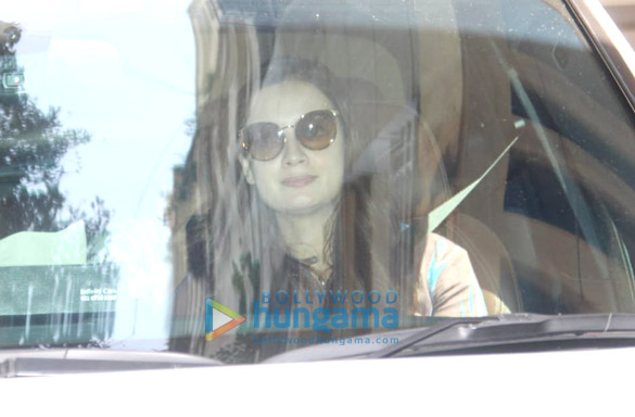 Photos Dia Mirza spotted in Bandra (3)