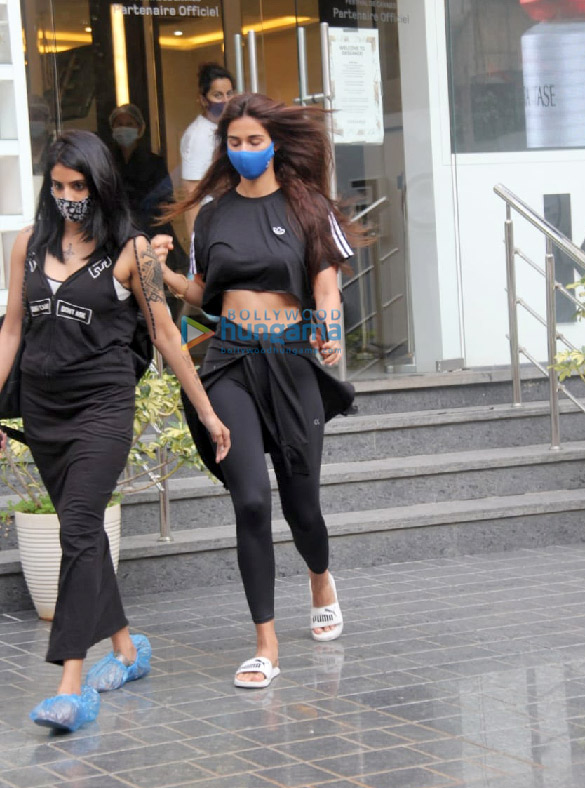 Photos Disha Patani snapped at a salon in Bandra (5)