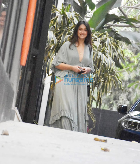 Photos Ileana D'Cruz spotted at Maddock Office (3)