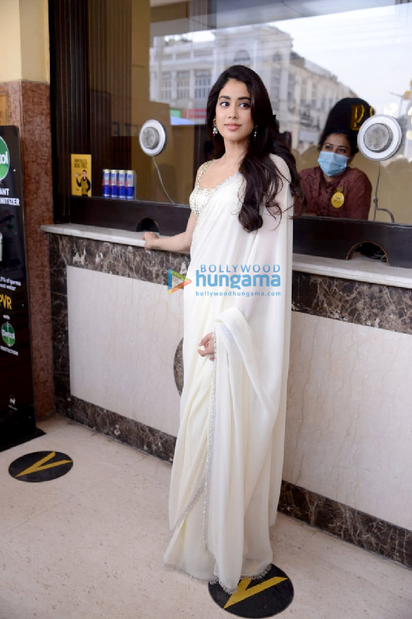 Photos Janhvi Kapoor in Delhi for Roohi promotions (2)