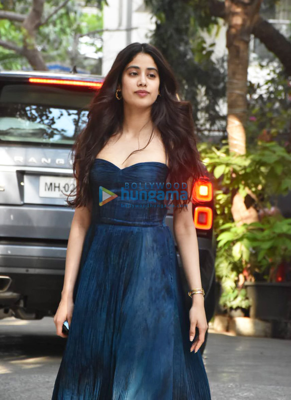Photos Janhvi Kapoor spotted at Maddock Office (3)