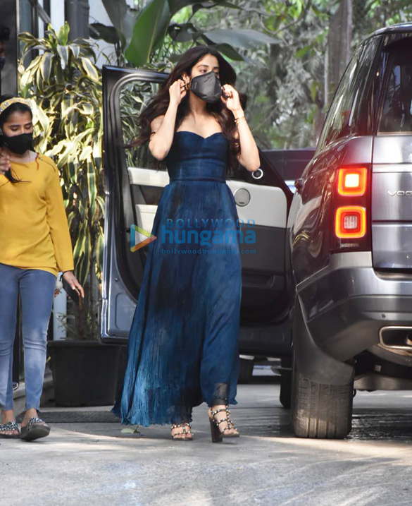 Photos Janhvi Kapoor spotted at Maddock Office (5)