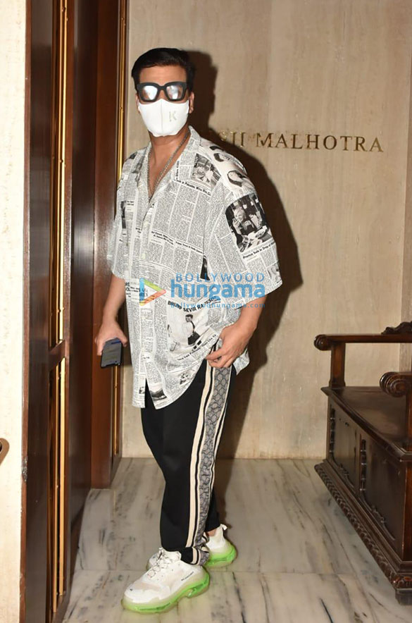 Photos Karishma Kapoor, Karan Johar and others snapped at Manish Malhotra's house in Bandra (3)