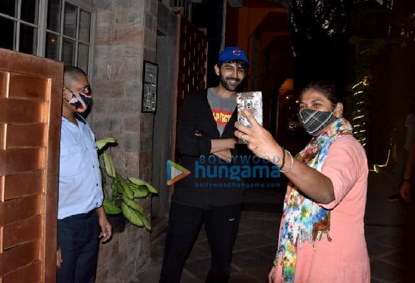 Photos Kartik Aaryan and Kiara Advani snapped at a dance class in Juhu (3)