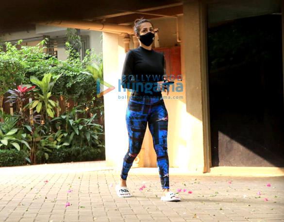 Photos: Malaika Arora snapped at Kareena Kapoor Khan's house in Bandra