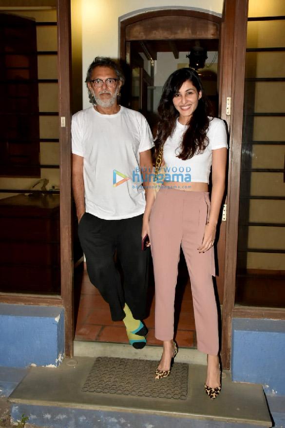 Photos Pooja Chopra snapped at Rakeysh Omprakash Mehra's office in Bandra (4)