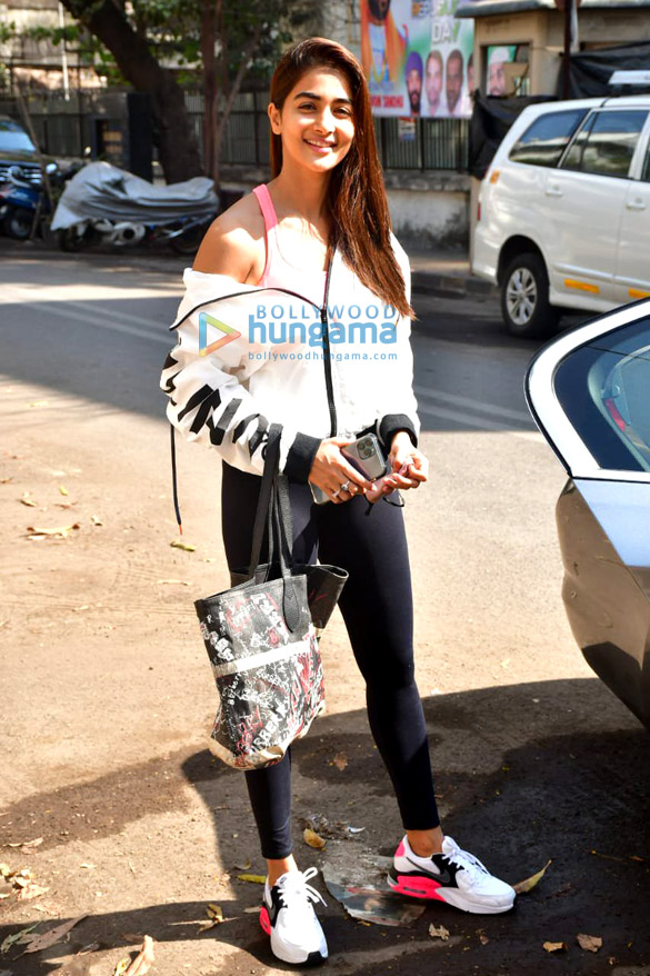 Photos Pooja Hegde spotted at gym (1)