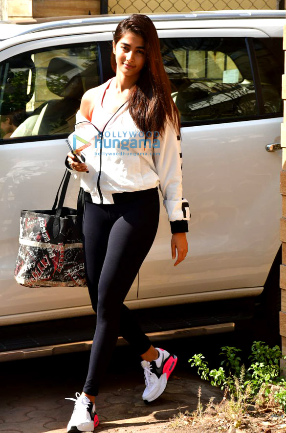 Photos Pooja Hegde spotted at gym (3)
