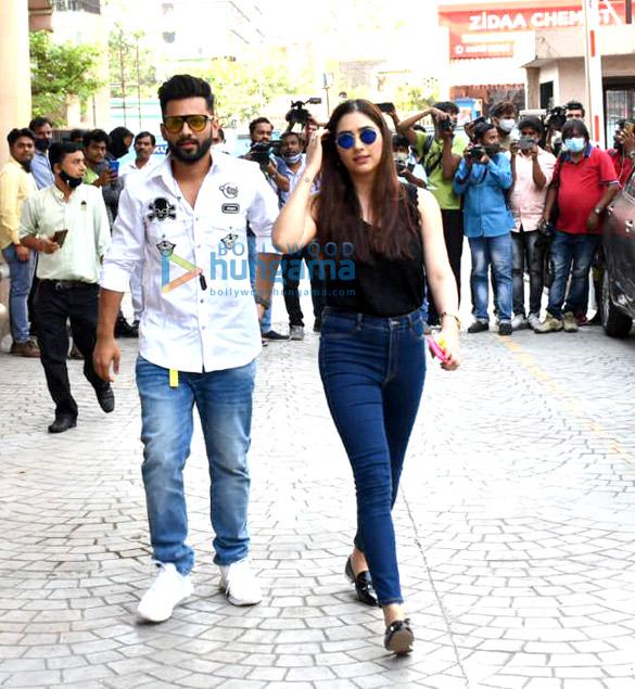 Photos Rahul Vaidya with girlfriend Disha Parmar at Frames Production house (5)