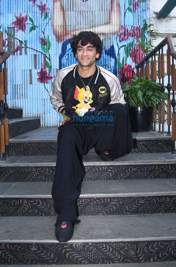 Photos Rakhi Sawant hosts a Bigg Boss party (10)-01