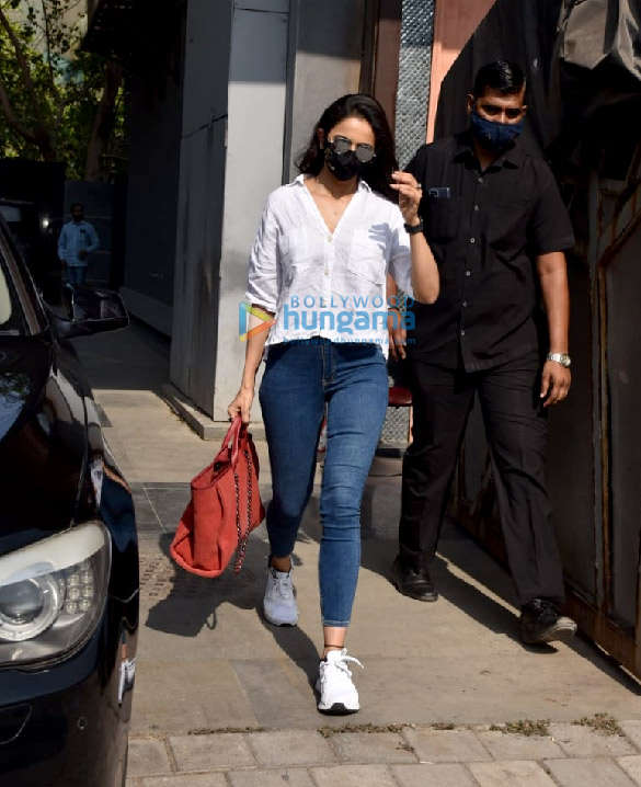 Photos Rakul Preet Singh snapped at Pooja Films' office in Juhu (3)