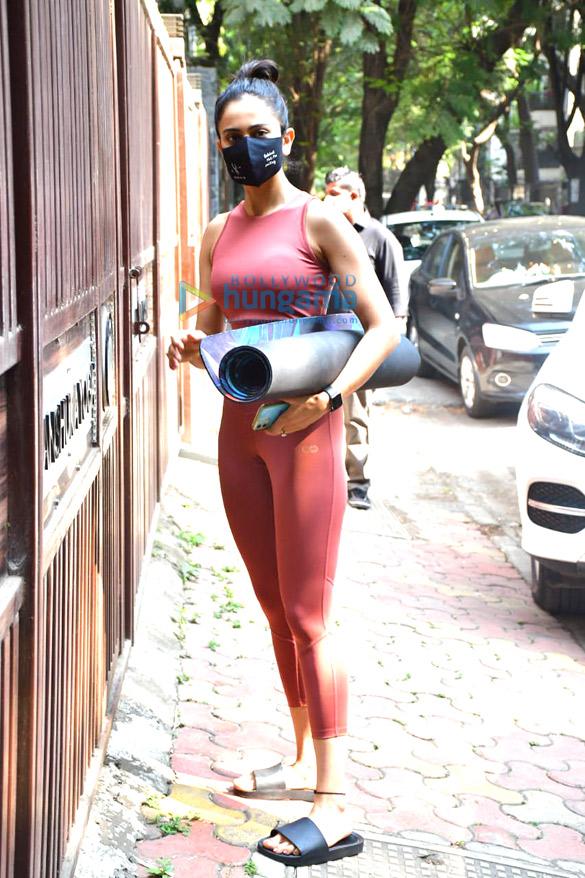 Photos: Rakul Preet Singh spotted at Anshuka Yoga in Bandra
