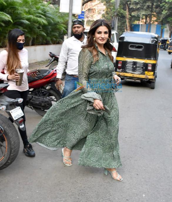Photos Raveena Tandon spotted outside Manish Malhotra's store (5)