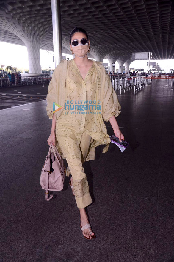 Photos Sonal Chauhan, Raveena Tandon, Vicky Kaushal and others snapped at the airport6 (1)