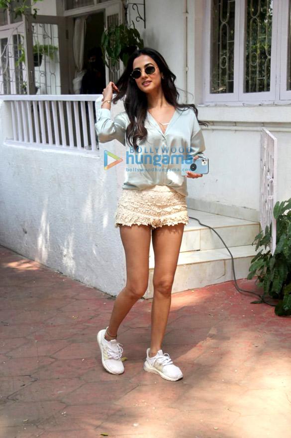 Photos Sonal Chauhan spotted at Bandra (2)