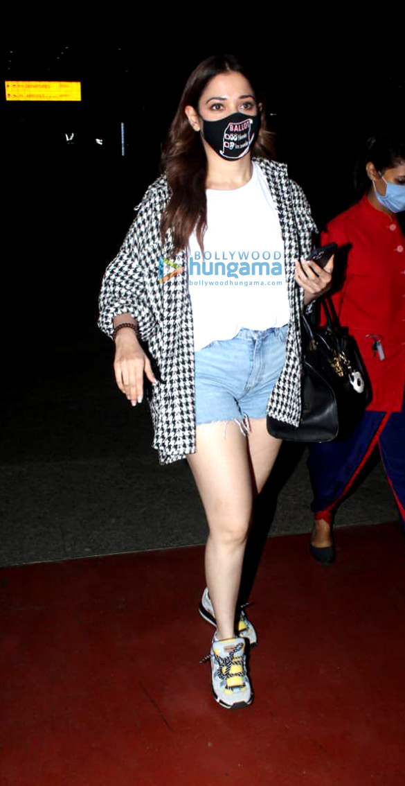 Photos Tamannaah Bhatia, Krushna Abhishek and Angad Bedi snapped at the airport (1)