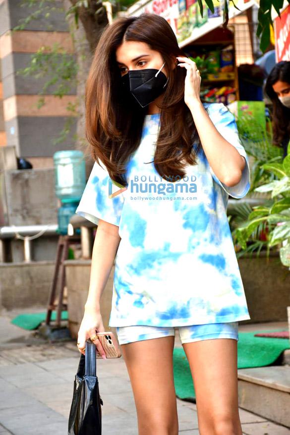 Photos Tara Sutaria spotted outside Mauh salon (2)