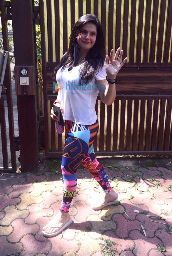 Photos Zareen Khan spotted at Anshuka Yoga in Bandra (2)