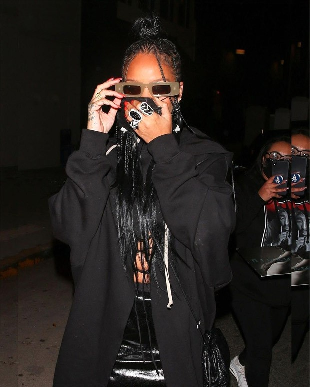 Rihanna steps out in all black look worth over Rs. 1.5 ...