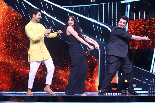 Janhvi Kapoor, Rajkummar Rao, Varun Sharma promote Roohi on the sets of Indian Idol 12