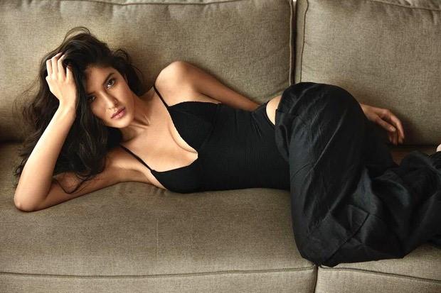 Shanaya Kapoor sets the temperature soaring in black bodysuit and pants 5