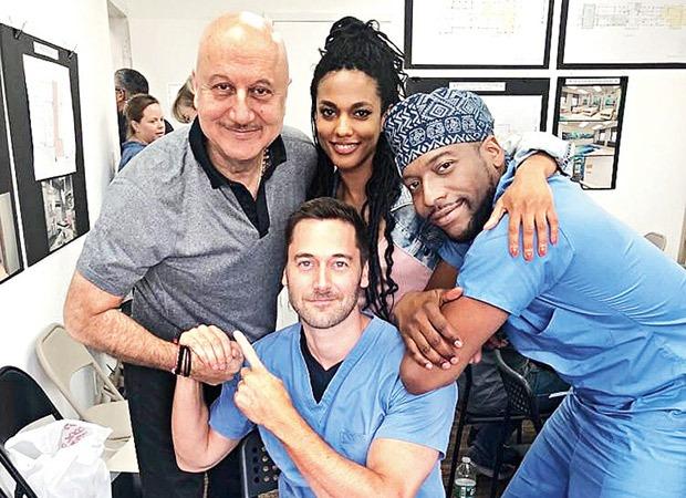 अनुपम खेर ने एनबीसी मेडिकल ड्रामा न्यू एम्स्टर्डम को एक श्रृंखला के रूप में नियमित किया