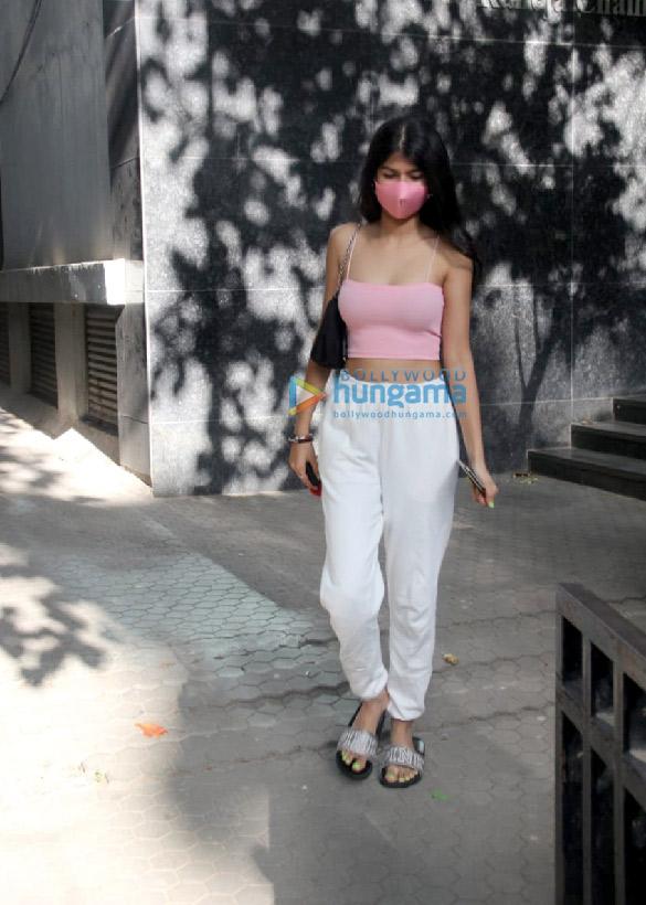 Photos Anjini Dhawan spotted at Santacruz (3)