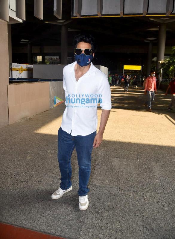 Photos Hina Khan, Nikki Tamboli, Jackky Bhagnani and others snapped at the airport (3)