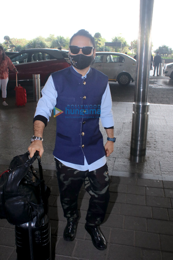Photos Hina Khan, Nikki Tamboli, Jackky Bhagnani and others snapped at the airport (5)