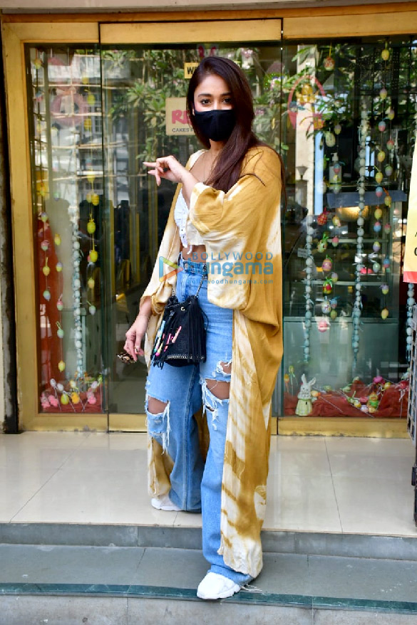 Photos Ileana D'Cruz shops for Easter in Bandra (1)