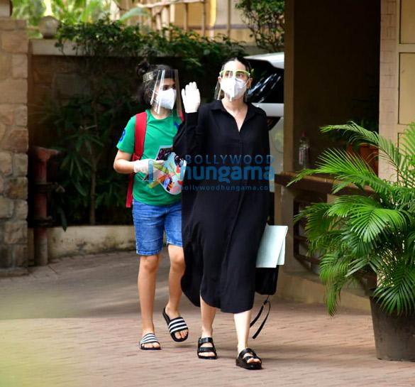 Photos Inaaya Naumi Kemmu and Karisma Kapoor with son spotted at Kareena Kapoor Khan's house (1)