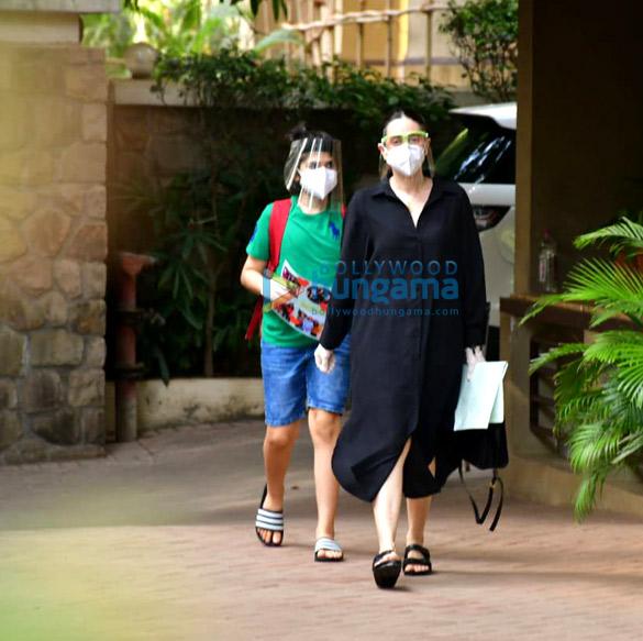 Photos Inaaya Naumi Kemmu and Karisma Kapoor with son spotted at Kareena Kapoor Khan's house (2)