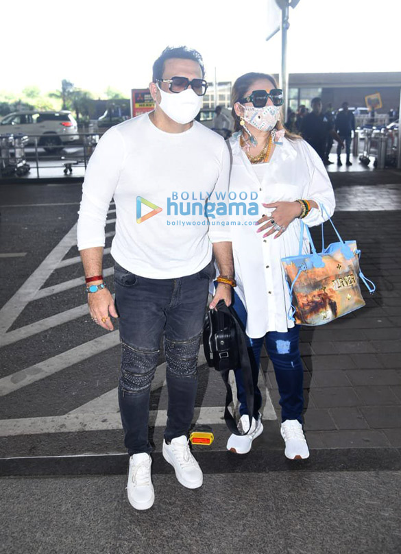Photos Janhvi Kapoor and Govinda snapped at the airport (2)