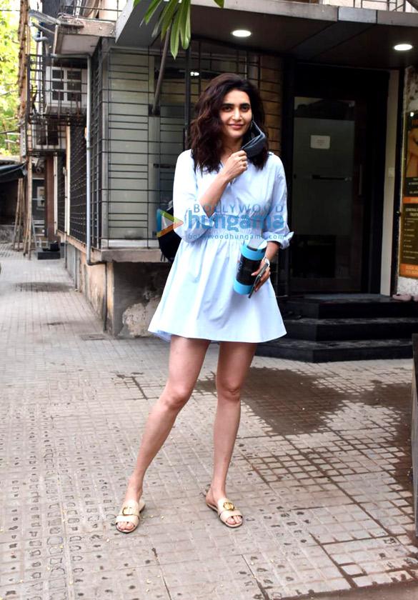 Photos Karishma Tanna snapped at a clinic in Juhu (1)
