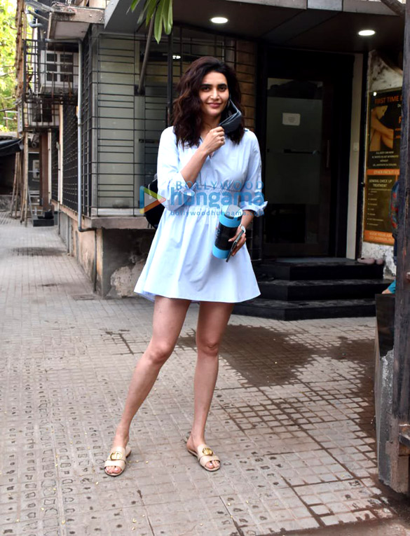 Photos Karishma Tanna snapped at a clinic in Juhu (4)